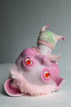 Lydia Dekker Horrible Sweet - At once adorable and sweet yet gruesome and monstrous, the Lydia Dekker Horrible Sweet sculpture series provokes a confusing mixture of emotions. Cute Monsters, Little Monsters, Cute Fantasy Creatures, Fantasy Figures, Play Clay, Polymer Clay Dolls, Creepy Art, Vinyl Toys, Designer Toys