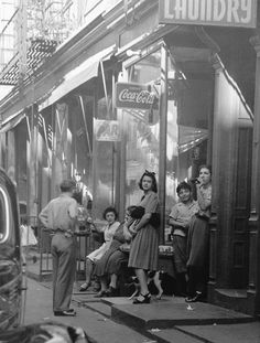 NYC, Lower East Side Manhattan - Photo by Rebecca Lepkoff Vintage Pictures, Old Pictures, Old Photos, 1940s Photos, Vintage Photographs, Lower East Side, Fosse Commune, Photo New York, Public Enemies