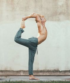 The Alo Yoga Renew Lounge Pant has a dropped crotch, straight leg fit and drawcord waistband. Its time to chill in this men's lounge pant. Couples Fitness Photography, Yoga Photography, Yoga Poses For Men, Yoga For Men, Yoga Man, Male Yoga, Yoga Pictures, Yoga Photos, Yoga Inspiration