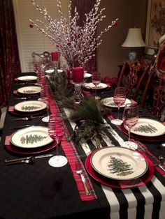 The sweetness of a Christmas tablescape doesn't have to be overstated. Decorating your home is the most exciting and enjoyable component of welcoming and preparing for Christmas. Christmas Dining Table, Christmas Table Settings, Christmas Tablescapes, Farmhouse Christmas Decor, Christmas Table Decorations, Country Christmas, Outdoor Christmas, Holiday Decor, Christmas Island