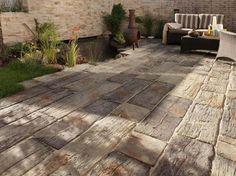 dalles terrasse en pierre naturelle imitation bois massif pour le patio rustique