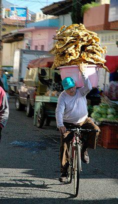 Loaded bike / http://www.traditionsmexico.com Transportando chicharrón de cerdo