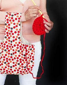 Himoneulojan toivelahja: tee itse lankakeräpussi | Kodin Kuvalehti Hobbies And Crafts, Diy And Crafts, Diy Gifts, Crochet Necklace, Projects To Try, Weaving, Textiles, Quilts, Stitch