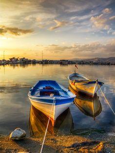 Light by Nejdet Duzen / Landscape Photos, Landscape Photography, Nature Photography, Canoa Kayak, Beautiful Places, Beautiful Pictures, Sailboat Painting, Boat Art, Old Boats