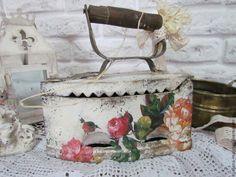 """Купить Старинный утюг """"Цветы прованса """" - винтаж, украшение интерьера, декор для интерьера"""