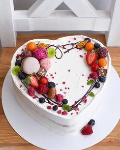 Food Cakes, Cupcake Cakes, Fondant Cakes, Cake Decorating Techniques, Cake Decorating Tips, Cake Decorated With Fruit, Fruit Cake Design, Cake Recipes, Dessert Recipes