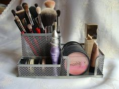 Make up organizer Organization Station, Makeup Organization, Beauty Make Up, Hair Beauty, Makeup Vanity Storage, Makeup Tips, Hair Makeup, Make Up Organiser, Cosmetic Sets