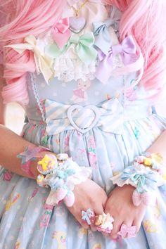 HARAJUKU STREET☮JAPANESE FASHiON•••sweet lolita ~ pastel ~ Angelic Pretty ~ pink…
