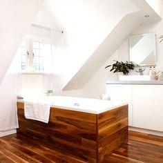 To da loos: Tub base Tuesday: Matching wood tub surround to wood panel flooring