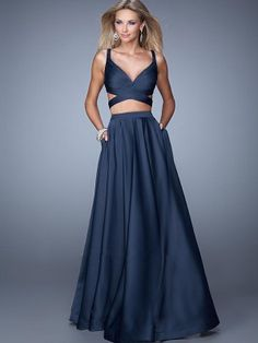 We Know you Love La Femme Dresses as Much as We Do! Find the Perfect La Femme Prom or Homecoming Dress of Your Dreams Today at Peaches Boutique Two Piece Evening Dresses, 2 Piece Prom Dress, Formal Evening Dresses, Evening Gowns, Dress Long, Dress Prom, Evening Party, Prom Gowns, Formal Prom