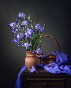 Cool beauty of irises by Daykiney on DeviantArt Still Life Photos, Still Life Art, Blue Lilies, Still Life Flowers, Foto Art, Arte Floral, Flower Bouquet Wedding, Still Life Photography, Belle Photo