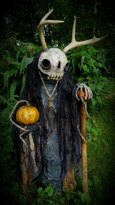 The largest ghoul I have made in a long time will be headed to Ghoultide Gathering (Sept 24, Chelsea Michigan) This beast has taken me ove...