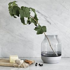 Elevated by Muuto is a hand made vase that uses an unexpected mix of materials to support the design aim and reflect its Nordic origins. Christmas Gift Guide, Christmas Gifts, New Nordic, Scandi Style, Deco Table, Vintage Beauty, Cozy House, Icon Design, Still Life