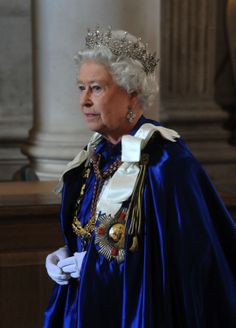 Photograph of HM Queen Elizabeth II (b. wearing the Mantle and Collar of the Order of St Michael and St George during a Service of Commemoration and Dedication in St Pauls Cathedral, London. Queen Elizabeth Portrait, Queen Elizabeth Ii, Royal Uk, Royal Queen, English Royal Family, British Royal Families, Die Queen, Queen B, Prinz Philip