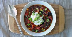This hearty vegetarian meal is the perfect way to warm up on a cold winter weekend! Plus, one... http://greatist.com/eat/recipes/quick-and-easy-veggie-chili