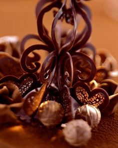 chocolate decoration for cakes and gateaux