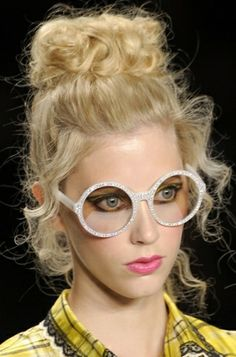 stunning creation of the curly top knot #bun