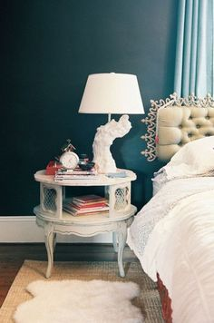 wall color… swoon. Love that lamp....**sigh**