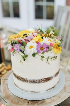 My Tips for Creating a Garden-Themed Summer Party | Wit & Delight Edible Flowers Cake, Wit And Delight, Cabbage Salad, Cutlery Set, Host A Party, My Favorite Part, Dinner Plates, Are You Happy, Dinnerware