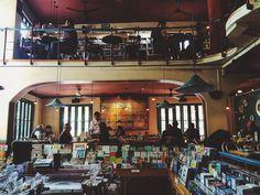 El Pendulo book cafe