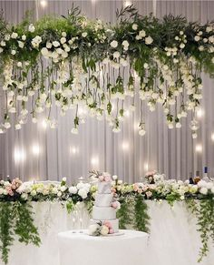 """7,283 Me gusta, 27 comentarios - Wedding Dream (@weddingdream) en Instagram: """"Oh-so-beautiful decoration that got us smitten! Especially loving the suspended greenery with…"""""""