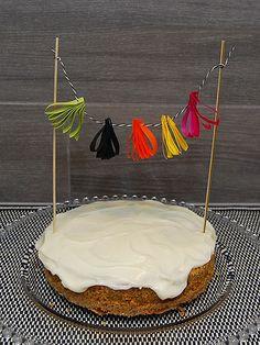 DIY- Kakkukoriste lahjanarusta - Humua • Juhlat on katettu - The Party Is Set Cake Toppers, Party, Desserts, Diy, Food, Tailgate Desserts, Deserts, Bricolage, Essen