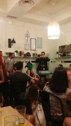Magia en pub Charlotte en Badajoz. Mago Tony Frackson.