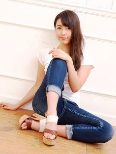 Beautiful Legs, Beautiful Asian Girls, Girls Dresses, Flower Girl Dresses, Fashion Poses, Jeans Style, Asian Woman, Asian Beauty, Cute Girls