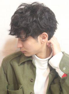 外国人風の太束ショートマッシュスタイル(髪型メンズ)