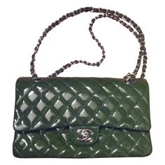 Beautiful handbag, hand or shoulder, Chanel Timeless Jumbo model Beautiful Handbags, Green Bag, Green Leather, Green Colors, Chanel, Shoulder Bag, Model, Silver, Cute Handbags