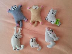 needle felting tutorials meaning Cat Crafts, Sewing Crafts, Diy And Crafts, Sewing Projects, Craft Projects, Felt Christmas Ornaments, Christmas Crafts, Felt Cat, Felt Decorations
