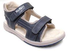 Sandalia Kickers modelo Platino  en piel color marine gris. Cierre con dos velcros. Plantilla de piel con formativo y suela antideslizante. Pespuntes contrastados.