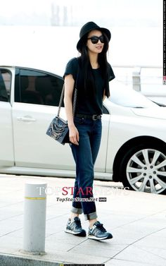 Victoria's airport fashion. Simple but I love it