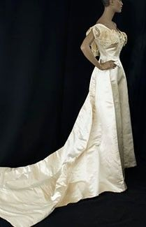 Commodore Perry estate satin wedding gown, c.1908. I wonder how this would flatter Lexi, were she to get married.