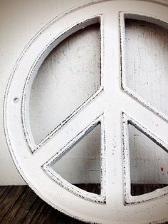 Snowy White Peace Sign - Cottage Chic Retro Cast Iron Wall Art