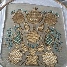 Gold Embroidery, Crewel Embroidery, Hand Embroidery Patterns, Embroidered Towels, Thread Art, Gold Work, Crochet Projects, Diy And Crafts, Decorative Boxes