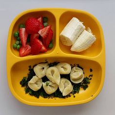 """#organic #peas and #strawberries / #banana / #tortellini with organic #kale @replayrecycled #bigbossledweaning #blw #babyfood #toddlerfood #homemadefood…"""