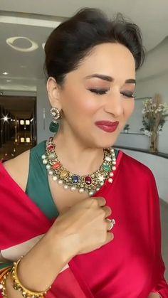 Bollywood Wedding, Bollywood Saree, Bollywood Fashion, Beautiful Girl Video, Beautiful Women Videos, Indian Dresses Traditional, Wedding Dance Video, Indian Bridal Outfits, Madhuri Dixit