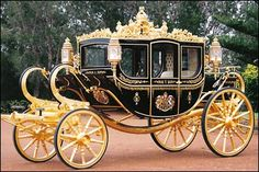 The State Coach Britannia (also known as the Diamond Jubilee State Coach) is an enclosed, six horse-drawn carriage that was made to commemorate Queen Elizabeth II's birthday. Location Limousine, Papua Nova Guiné, Wedding Carriage, Wedding Transportation, The Time Machine, Horse Carriage, Carriage Bed, Horse Drawn, British History