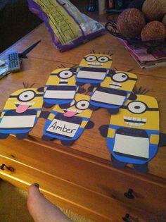 Já pensou na decoração da sala de aula deste ano? Que tal decorá-la com Minions? As crianças certamente irão amar!!! Segue algumas su...