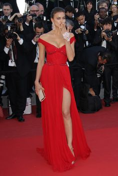 Why the ladies still love Brad: Irina, Kelly and co turn out for his premiere - Irina Shayk wearing Roberto Cavalli for the Killing Them Softly premiere in Cannes - Elie Saab Dresses, Oscar Dresses, Grad Dresses, Cute Dresses, Red Fashion, Red Carpet Fashion, Girl Fashion, Irina Shayk Estilo, Irina Shayk Photos