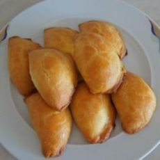 Για τη ζύμη:Συνταγές με άρωμα και γεύση για μικρά και μεγάλα παιδιά !! 1 κεσεδάκι αγελαδινό γιαούρτι 1 κεσεδάκι (ίδιο με του γιαουρτιού) καλαμποκέλαιο ή σπορέλαιο 1 φακελάκι μπέικιν πάουντερ 1 κουτ…