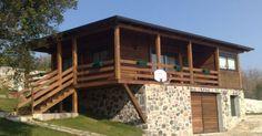 Madera en la arquitectura Jorge Barroso Gracias a su disponibilidad, fortaleza y versatilidad, la madera sirve para todo tipo de construcciones, desde las tranqueras, los corrales y los postes de alambrados, hasta casas y quinchos de todo tamaño.