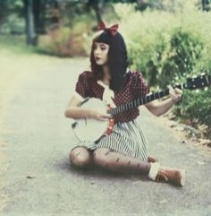 This outfit is so cute! And I can't wait till I learn how to play banjo!!!