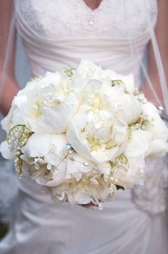 Bridal Bouquet Styles and Tips, Bouquet Design, Accessories, Ideas || Colin Cowie Weddings