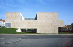 Built by Francisco Mangado in Santiago de Compostela, Spain with date 2007. Images by Roland Halbe. The proposal for the Center for New Technologies of Santiago de Compostela is based on two essential ideas. The first...