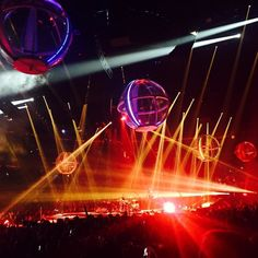 album photo drone chimerakestrel Supermassive #drones EVERYWHERE @muse #muse #drone #concert #verizoncenter #dc #mattbellamy #musedrones by chimerakestrel Fly Me.