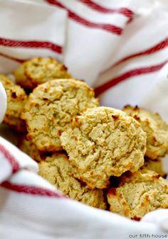 quick paleo - sweet potato biscuits - Our Fifth House Paleo Sweet Potato Bread Recipe, Sweet Potato Biscuits, Köstliche Desserts, Gluten Free Desserts, Delicious Desserts, Yummy Food, Cleanse Recipes, Paleo Recipes, Paleo Meals