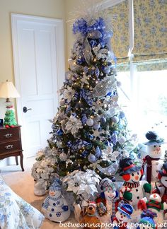 Snowman Themed Christmas Tree for Guest Room 1