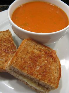 Not too long ago Matt was lamenting that he wished it was fall or winter because he missed the soups & stews we ate during the colder weathe. Roast Tomato Soup Recipe, Roasted Tomato Soup, Tomato Soup Recipes, Recipes Using Egg, Recipe Using, Chilli Soup, Good Food, Yummy Food, Those Recipe
